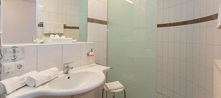 Zumloewen Zimmer Bad