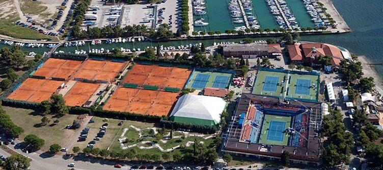 Zusterna Tennisplaetze